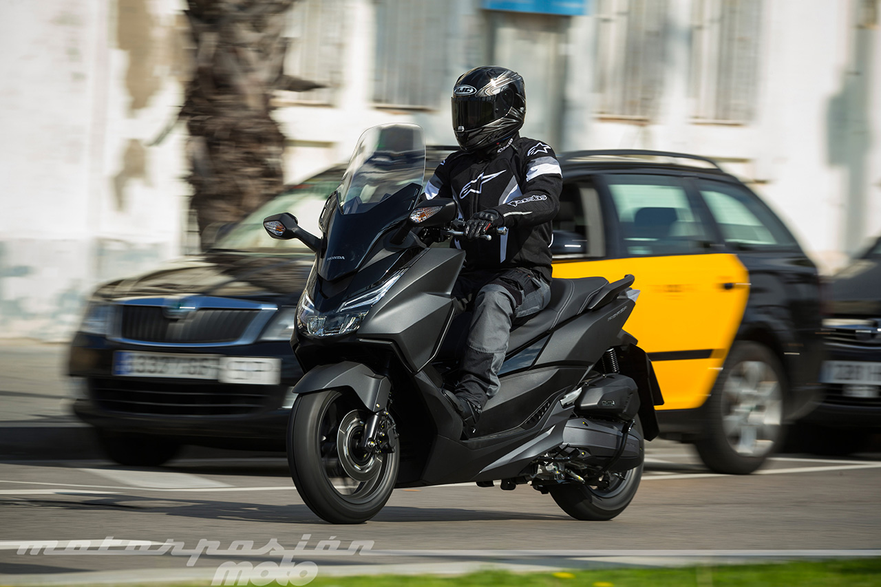 honda forza 125 prueba conducci n por carretera valoraci n ficha t cnica y galer a. Black Bedroom Furniture Sets. Home Design Ideas