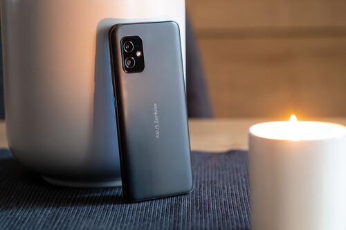 ASUS Zenfone 8, análisis: la potencia no es exclusiva de los móviles gigantes