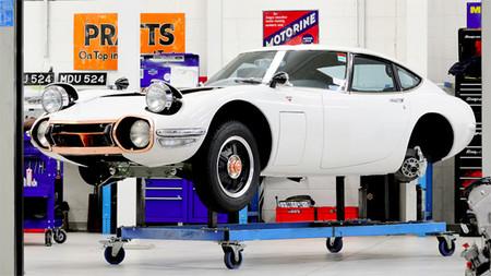Devolviendo la gloria al Toyota 2000GT: así se restaura un súper-deportivo