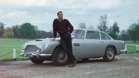 El coche de 007 pasa a manos de Batman