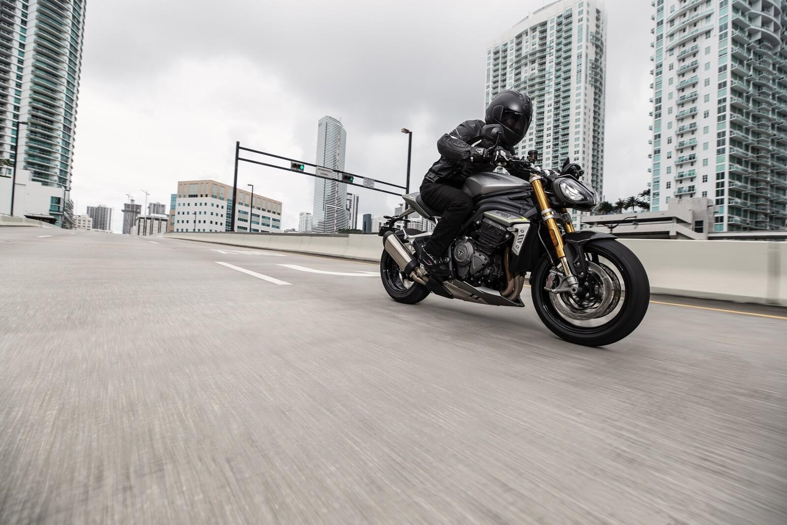 Foto de Triumph Speed Triple 1200 RS 2021 (37/71)