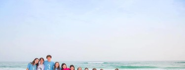 La divertida foto en la playa de los 17 primos de la familia por orden de nacimiento