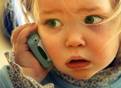 Francia prohibirá la venta de móviles a niños menores de 6 años