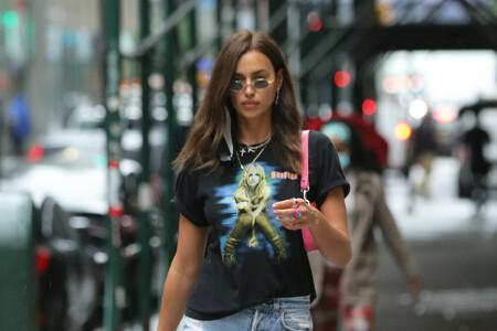 Cazamos cinco camisetas de Britney Spears para copiar el último look de Irina Shayk