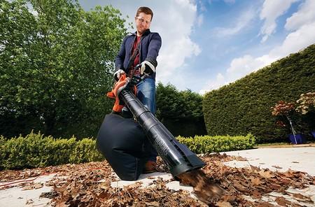 Ideal para recoger las hojas caídas en otoño: soplador y aspirador Black & Decker GW3050-QS por 101,25 euros en Amazon