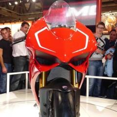 Foto 6 de 14 de la galería disenando-la-ducati-1199-panigale-en-vivo-en-el-eicma en Motorpasion Moto