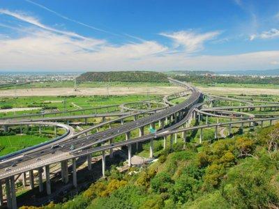 ¿Cuántas veces podríamos dar la vuelta a la Tierra con las carreteras que hay hoy construidas?