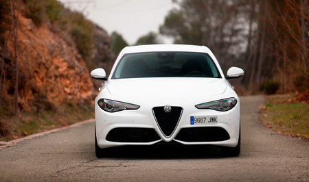 Alfa Romeo Giulia Coupé, los rumores toman fuerza: hasta 650 CV y una versión híbrida en el menú