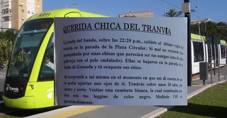 La historia de la chica del tranvía de Murcia ni es tierna ni es fantástica: es simplemente acoso