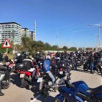 Más de 3.000 motos han inundado Barcelona para defender la movilidad urbana. Próxima parada: Madrid