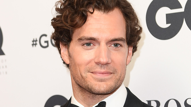 Henry Cavill changes to Superman by Sherlock Holmes: will be the brother of Millie Bobby Brown in 'Enola Holmes'