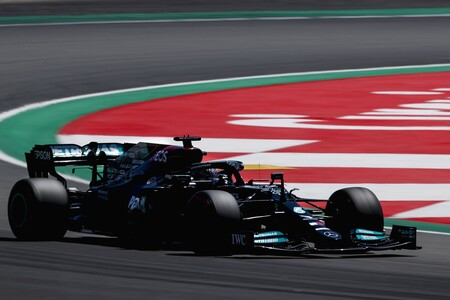 Lewis Hamilton repite victoria en España gracias a otra lección estratégica de Mercedes a Red Bull