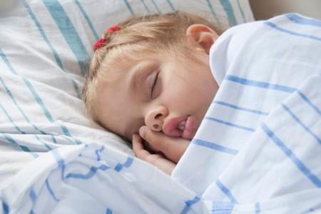 ¿Es verdad que los niños crecen mientras duermen?