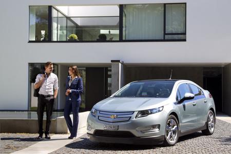 Mientras la gasolina se pone por las nubes, resulta que dos Chevrolet Volt en casa dan la felicidad