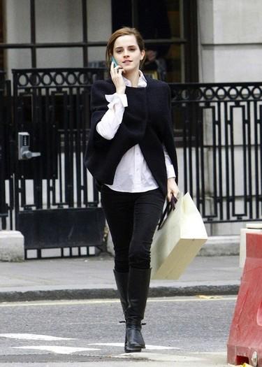 ¿Emma Watson soltera? Un, dos, tres... ¡Y ya no la ves!