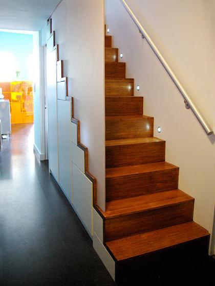 Una buena idea armario bajo la escalera for Escaleras de duplex