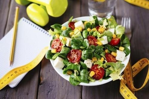 Más allá de la dieta mediterránea, cinco dietas saludables que pueden ayudarte a adelgazar sin milagros