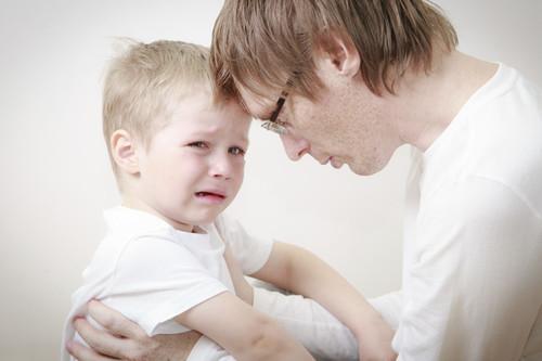 """15 frases que decirle a tu hijo cuando llora en lugar de """"no llores"""""""