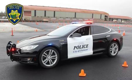 Este Tesla Model S de policía en California se quedó sin batería en el mejor momento: en plena persecución