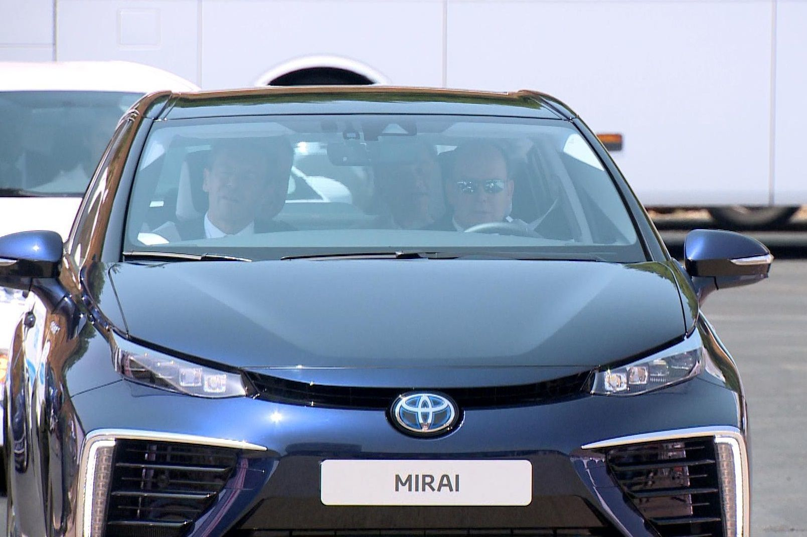 Toyota Mirai 1 2