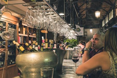 La Comunidad de Madrid y Valencia decretan el cierre obligatorio de bares y restaurantes