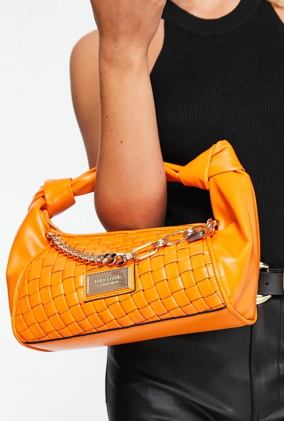 Bolso naranja con diseño fruncido de cuero sintético trenzado de River Island