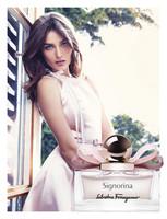 Andreea Diaconu presta su rostro para la nueva campaña de Signorina Eau de Parfum de Ferragamo