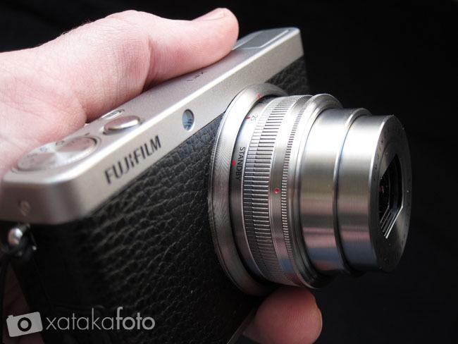 Fujifilm XF1 en las manos