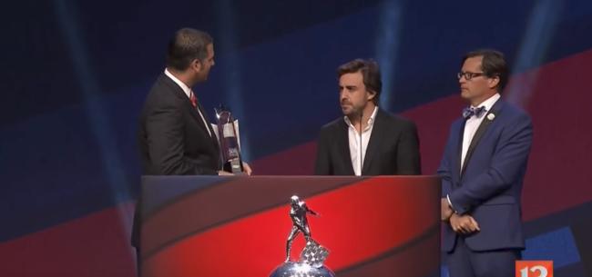 Fernando Alonso se llevó el premio a mejor Rookie de las 500 millas de Indianápolis