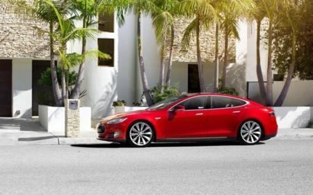 ¿Puede Tesla con actualizaciones del firmware cambiar el lento ciclo de innovación en el coche?