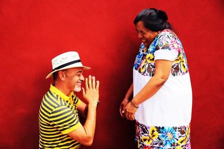Así son los nuevos bolsos de Christian Louboutin realizados por artesanas mayas