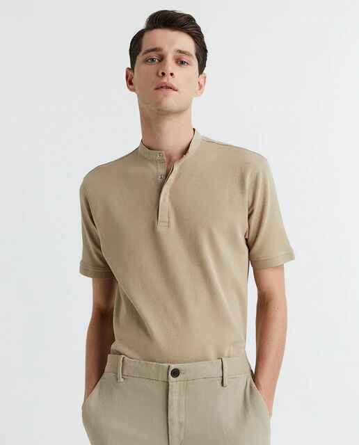 Camiseta polo en tonos tierra de Sfera