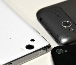Cuatro cámaras de móviles frente a frente (exteriores y noche)