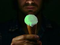 El helado que brilla en la oscuridad