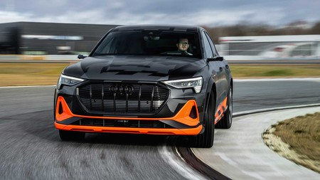 Audi E-Tron S en curva