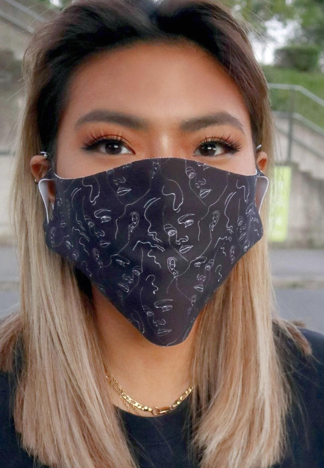 Pack de 2 mascarillas faciales unisex con estampado de bandana y líneas de ASOS DESIGN