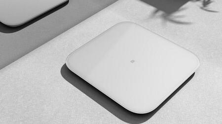 La báscula de Xiaomi que se conecta a tu móvil a precio de derribo en Fnac: llévate la Mi Smart Scale 2 por menos de 15 euros