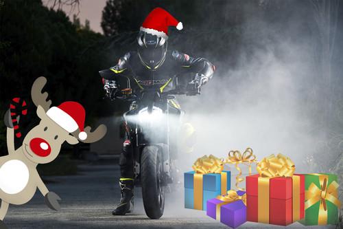 Nueve ideas de regalos para un amante de las motos al alcance de (casi) todos los bolsillos