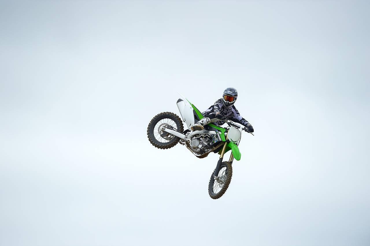 Foto de Nueva Kawasaki KX450F 2013: de la experiencia del AMA Supercross y Motocross a tu garaje (Acción) (32/42)