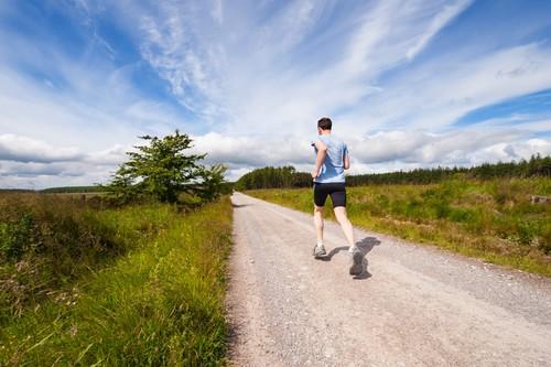 Calor y deporte al aire libre: estas son las precauciones que tienes que tomar antes de salir a entrenar