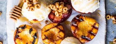 Bizcocho, yakitori y hasta cóctel asado: la barbacoa-brunch triunfa con estas 13 recetas más allá de la hamburguesa