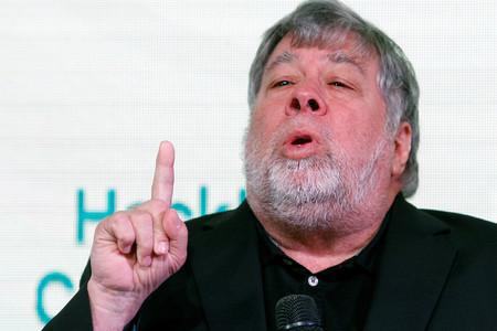 """Steve Wozniak cree que Elon Musk """"es sólo un buen comercial, como Steve Jobs"""""""