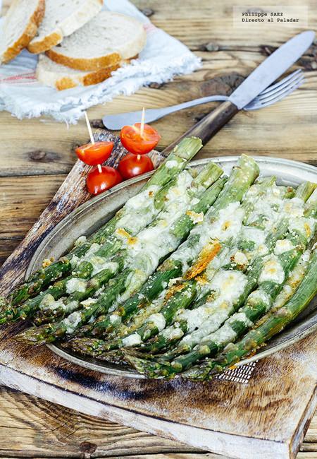 Espárragos gratinados con mozzarella: receta vegetariana