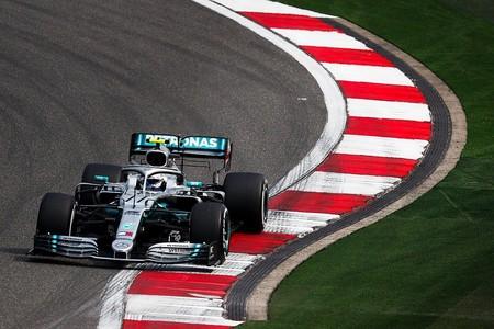 Valtteri Bottas lidera en unos entrenamientos marcados por la igualdad entre Mercedes, Ferrari y Red Bull