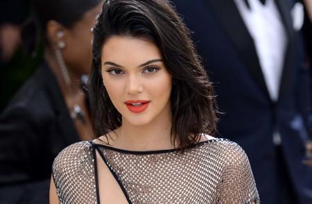 Kendall Jenner revela su truco para ese pelo tan brillante que tiene, ¡y lo podemos hacer en casa!