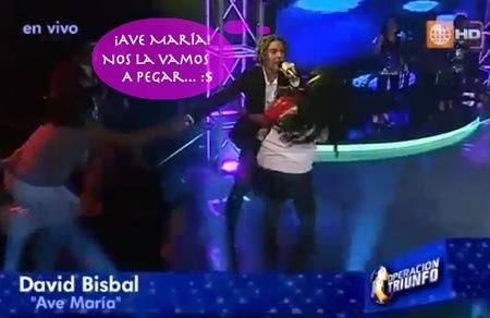 Una fan enloquecida arranca a Bisbal del escenario, ¡Ave María, para haberse matado!