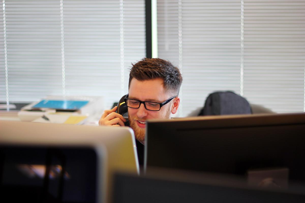Hablar con un acento regional penaliza económicamente hasta un 20% en el sueldo
