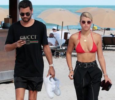 Es oficial: Sofia Richie y Scott Disick pasean su amor con estilo por las playas de Miami