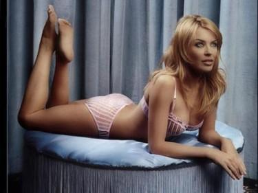 Kylie Minogue confiesa haberse sentido atraída por mujeres