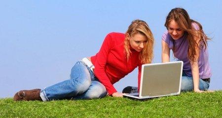 Las administraciones públicas como operadoras de WiFi gratuito: Te explicamos la normativa vigente